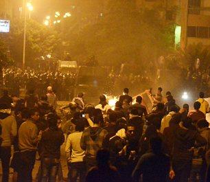 بالصور // The events of Tahrir Square on 19.20, 21, 22.23, 24 November أحداث ميدان التحرير يوم  19، 20 ، 21 ، 22 ، 23 ،24نوفمبر Article-2065194-0EE9484900000578-984_306x265