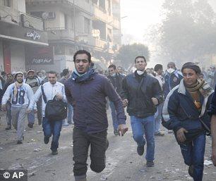 بالصور // The events of Tahrir Square on 19.20, 21, 22.23, 24 November أحداث ميدان التحرير يوم  19، 20 ، 21 ، 22 ، 23 ،24نوفمبر Article-2065194-0EE9F2FD00000578-519_306x257