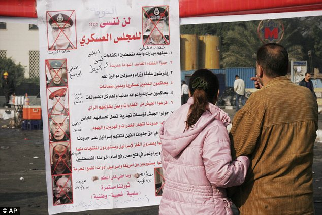 بالصور // The events of Tahrir Square on 19.20, 21, 22.23, 24 November أحداث ميدان التحرير يوم  19، 20 ، 21 ، 22 ، 23 ،24نوفمبر Article-2065194-0EE9F8A500000578-133_634x424