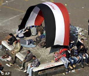 بالصور // The events of Tahrir Square on 19.20, 21, 22.23, 24 November أحداث ميدان التحرير يوم  19، 20 ، 21 ، 22 ، 23 ،24نوفمبر Article-2065194-0EEA271F00000578-864_306x262