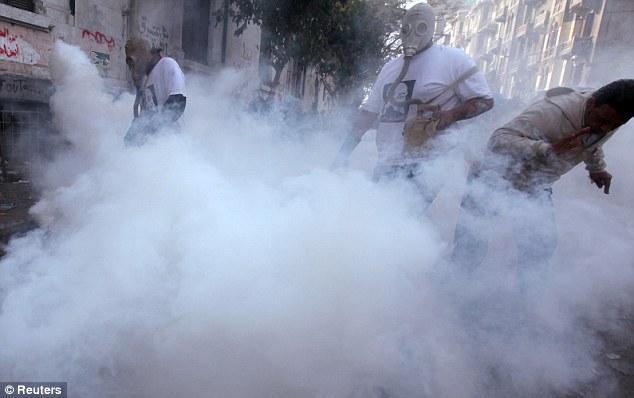 بالصور // The events of Tahrir Square on 19.20, 21, 22.23, 24 November أحداث ميدان التحرير يوم  19، 20 ، 21 ، 22 ، 23 ،24نوفمبر Article-2065194-0EEA7F4C00000578-130_634x398