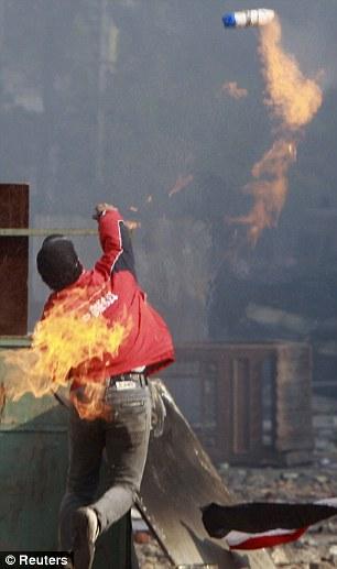 بالصور // The events of Tahrir Square on 19.20, 21, 22.23, 24 November أحداث ميدان التحرير يوم  19، 20 ، 21 ، 22 ، 23 ،24نوفمبر Article-2065194-0EEB4FA500000578-93_306x517