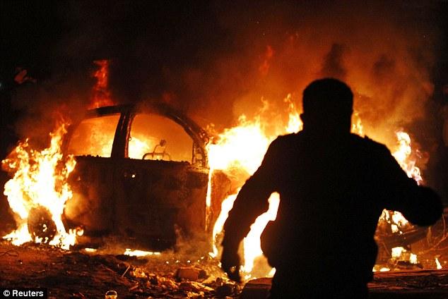 بالصور // The events of Tahrir Square on 19.20, 21, 22.23, 24 November أحداث ميدان التحرير يوم  19، 20 ، 21 ، 22 ، 23 ،24نوفمبر Article-2065194-0EEC221A00000578-614_634x424