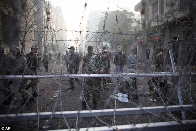 بالصور // The events of Tahrir Square on 19.20, 21, 22.23, 24 November أحداث ميدان التحرير يوم  19، 20 ، 21 ، 22 ، 23 ،24نوفمبر Article-2065194-0EECE24D00000578-674_634x423