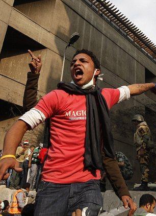 بالصور // The events of Tahrir Square on 19.20, 21, 22.23, 24 November أحداث ميدان التحرير يوم  19، 20 ، 21 ، 22 ، 23 ،24نوفمبر Article-2065194-0EEE837900000578-853_306x423