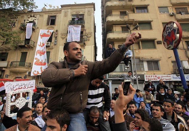 بالصور // The events of Tahrir Square on 19.20, 21, 22.23, 24 November أحداث ميدان التحرير يوم  19، 20 ، 21 ، 22 ، 23 ،24نوفمبر Article-2065194-0EEE8C9100000578-315_634x440