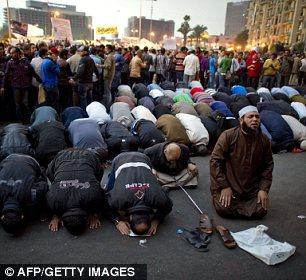 بالصور // The events of Tahrir Square on 19.20, 21, 22.23, 24 November أحداث ميدان التحرير يوم  19، 20 ، 21 ، 22 ، 23 ،24نوفمبر Article-2065194-0EEE9D3C00000578-403_306x280