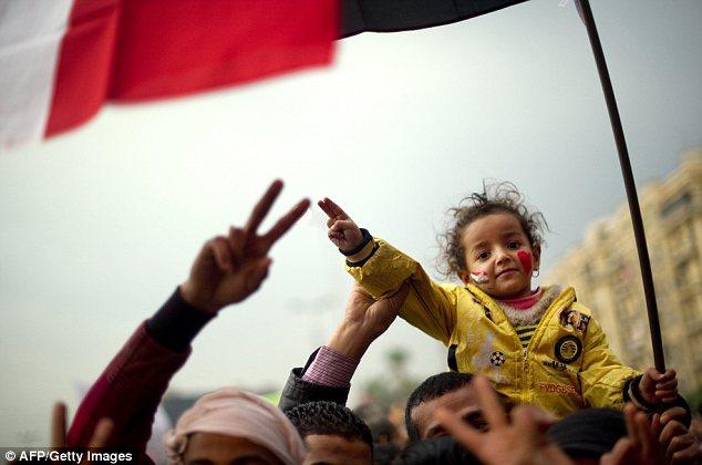 بالصور // The events of Tahrir Square on 19.20, 21, 22.23, 24 November أحداث ميدان التحرير يوم  19، 20 ، 21 ، 22 ، 23 ،24نوفمبر Article-2065194-0EEEA39400000578-320_634x420