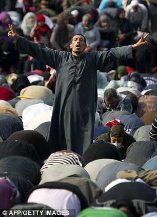 بالصور // Egypt Tahrir today  مصر التحرير اليوم Article-2066172-0EF0A96000000578-385_306x423