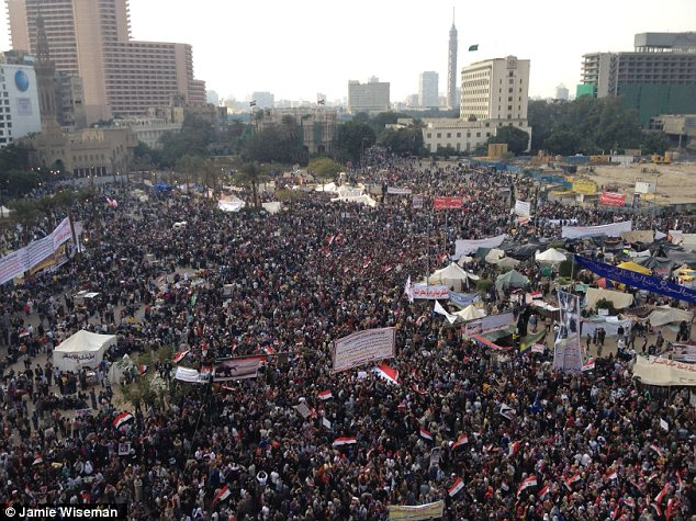 بالصور // Egypt Tahrir today  مصر التحرير اليوم Article-2066172-0EF0C2B600000578-159_634x475