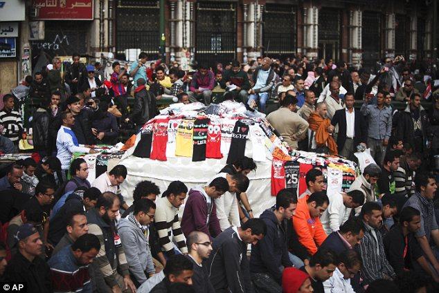 بالصور // Egypt Tahrir today  مصر التحرير اليوم Article-2066172-0EF0D06B00000578-249_634x424