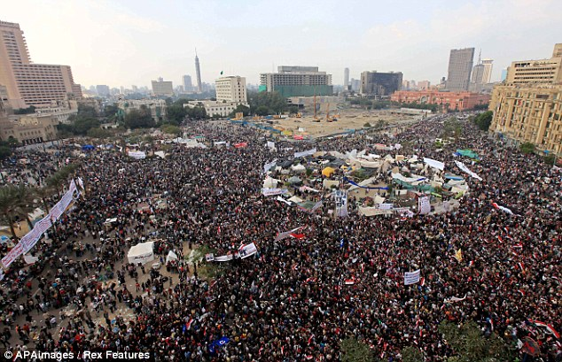 بالصور // Egypt's Liberation high eye injuries  مصر التحرير ارتفاع اصابات العين برصاص الشرطة Article-2066537-0EF1F00300000578-959_634x409