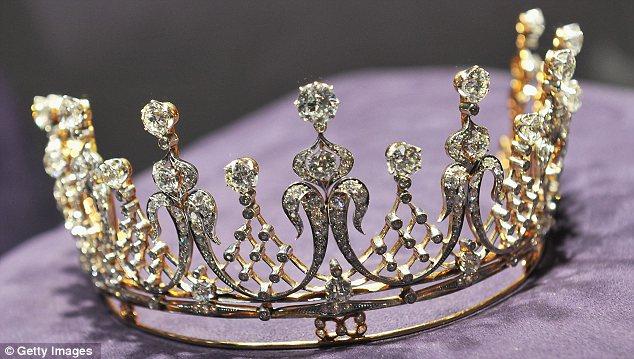 تيجان ملكية  امبراطورية فاخرة Article-0-0F0558D800000578-991_634x359