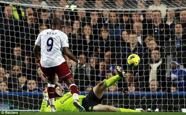 Premier League - Chelsea vs Aston Villa Article-2080650-0F4EBC4100000578-168_634x394