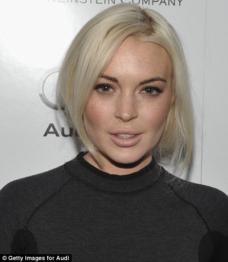 Lindsay Lohan - Страница 2 Article-2085583-0F6CF92E00000578-329_468x536