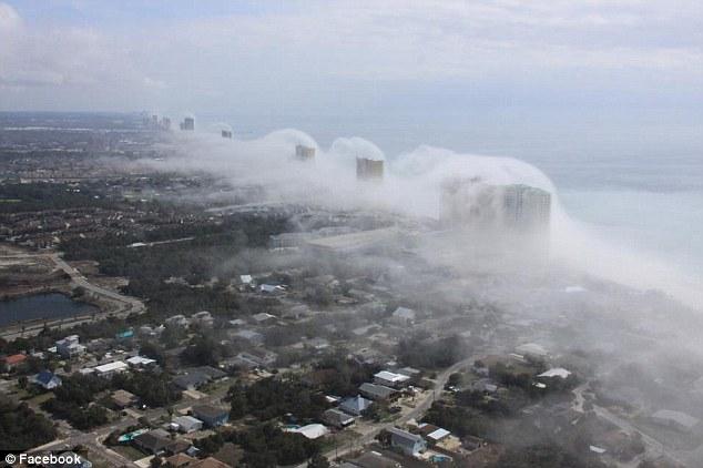 increíble  tsunami de nubes que asumió de la costa de Florida Article-2098078-11A20F56000005DC-444_634x422