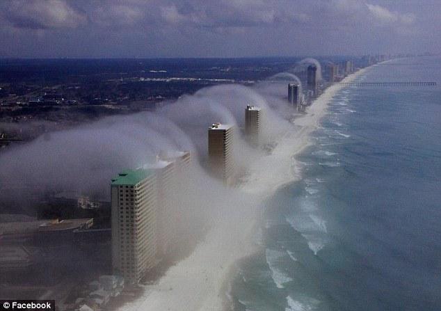 increíble  tsunami de nubes que asumió de la costa de Florida Article-2098078-11A20F62000005DC-916_634x447