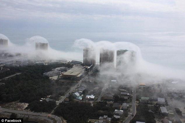 increíble  tsunami de nubes que asumió de la costa de Florida Article-2098078-11A20F66000005DC-965_634x422