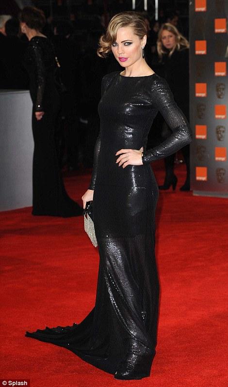 PREMIOS >> BAFTA 2012  Article-2100138-11B3634F000005DC-258_470x799