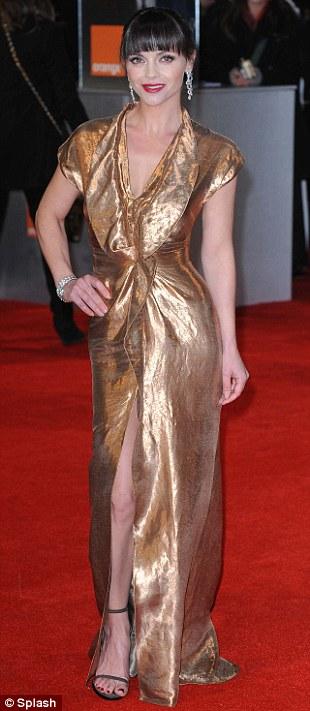 PREMIOS >> BAFTA 2012  Article-2100138-11B379E4000005DC-758_310x711