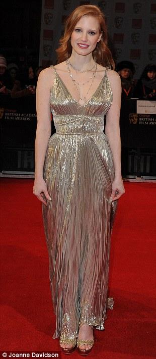 PREMIOS >> BAFTA 2012  Article-2100138-11B38D4B000005DC-694_310x711