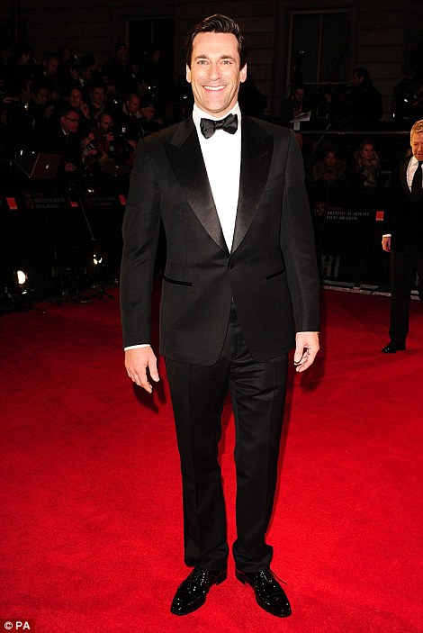 PREMIOS >> BAFTA 2012  Article-2100138-11B3986D000005DC-720_470x703