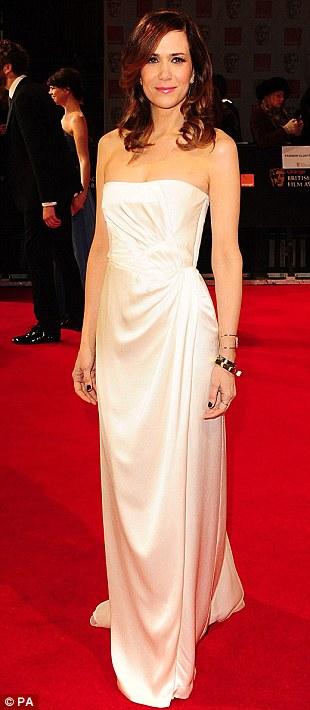 PREMIOS >> BAFTA 2012  Article-2100138-11B3A684000005DC-392_310x710