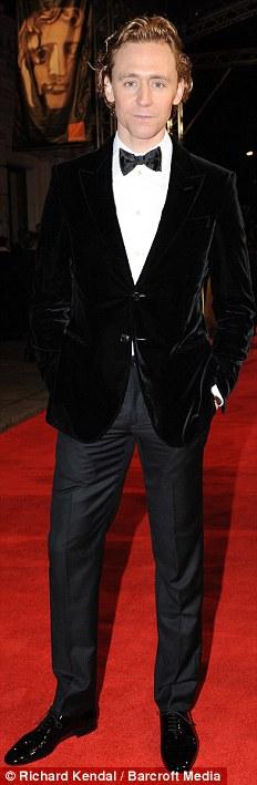 PREMIOS >> BAFTA 2012  Article-2100138-11B3A96D000005DC-624_232x709