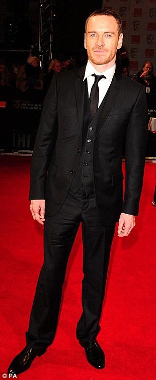 PREMIOS >> BAFTA 2012  Article-2100138-11B3AC05000005DC-86_310x756