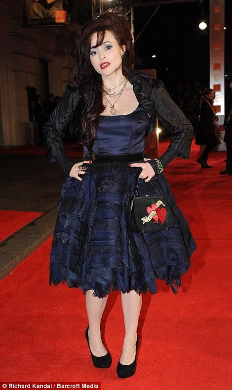 PREMIOS >> BAFTA 2012  Article-2100138-11B3AE81000005DC-880_470x788