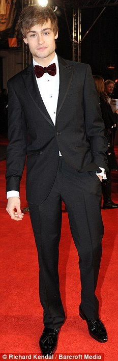 PREMIOS >> BAFTA 2012  Article-2100138-11B3B42E000005DC-859_232x709