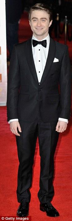 PREMIOS >> BAFTA 2012  Article-2100138-11B3B501000005DC-208_232x709