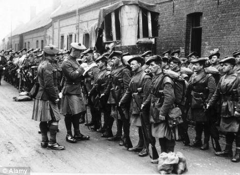 Le Black Watch et d'autres régiments historiques risquent de disparaitre Article-2141112-0BAFB10800000578-758_468x342