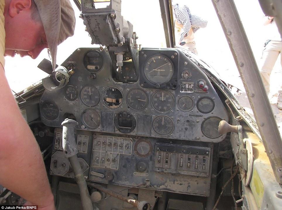 P-40 in desert Article-2142300-1304CF21000005DC-288_964x719