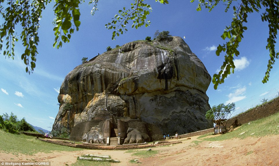Manastiret më spektakolare në botë Article-2150810-134B767A000005DC-881_964x576