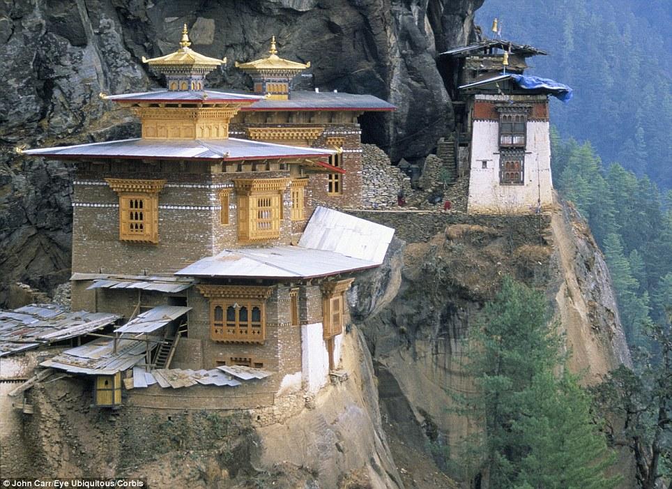 Manastiret më spektakolare në botë Article-2150810-134B7693000005DC-753_964x701