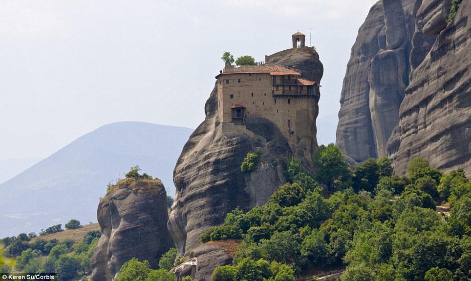 Manastiret më spektakolare në botë Article-2150810-134B7A02000005DC-393_964x576