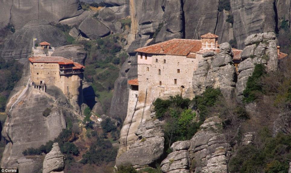 Manastiret më spektakolare në botë Article-2150810-134B7A30000005DC-677_964x576