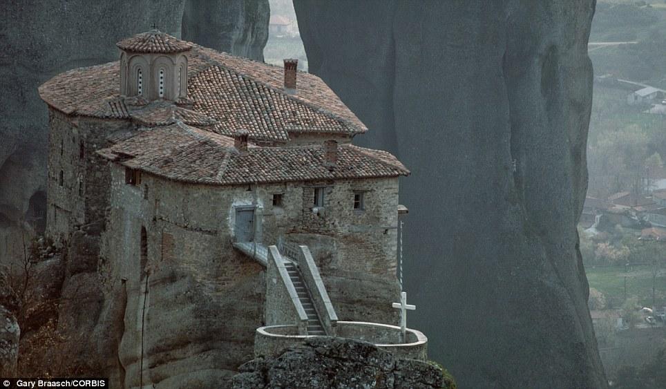 Manastiret më spektakolare në botë Article-2150810-134B7AB2000005DC-248_964x563