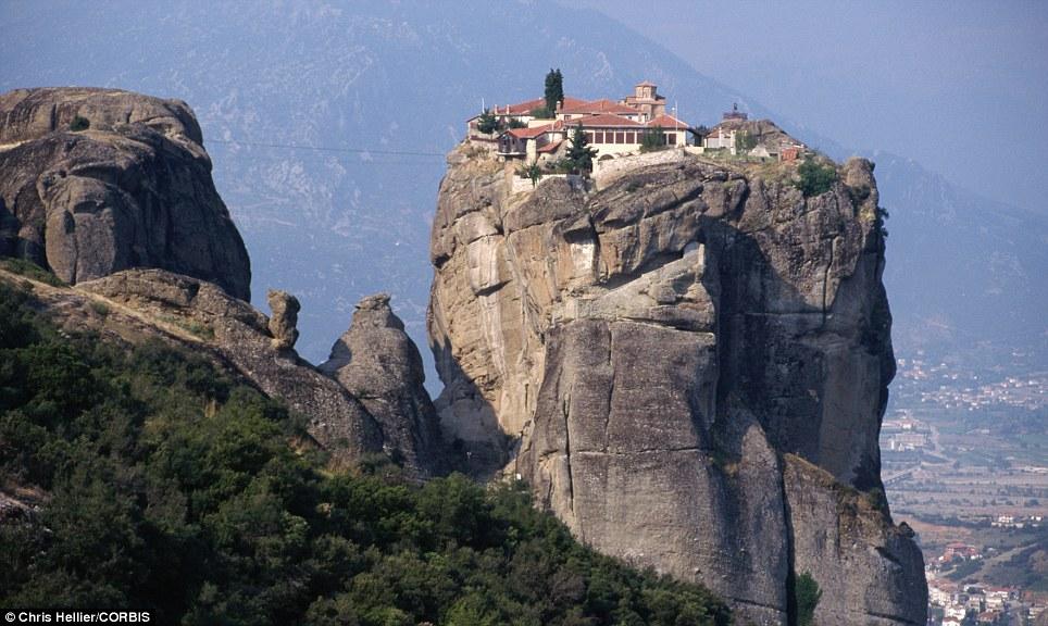 Manastiret më spektakolare në botë Article-2150810-134E5124000005DC-605_964x576
