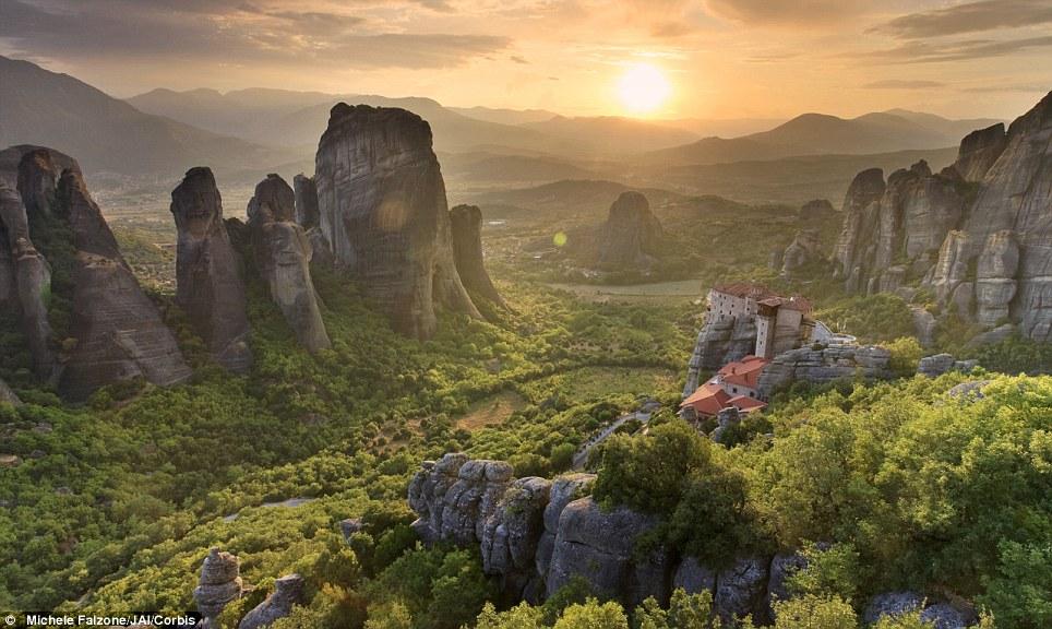Manastiret më spektakolare në botë Article-2150810-134E5217000005DC-399_964x576