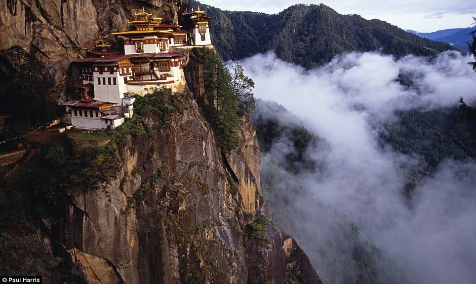 Manastiret më spektakolare në botë Article-2150810-13524F2E000005DC-645_964x576