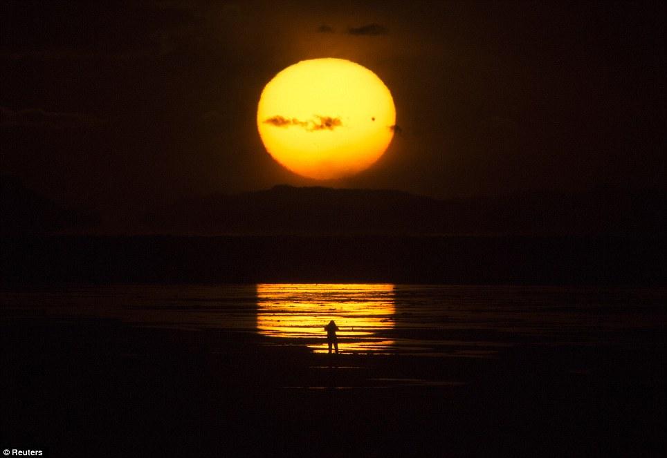 Për ata që nuk e panë spektaklin e Venerës (FOTO) Article-2155140-1378A8A8000005DC-308_964x663