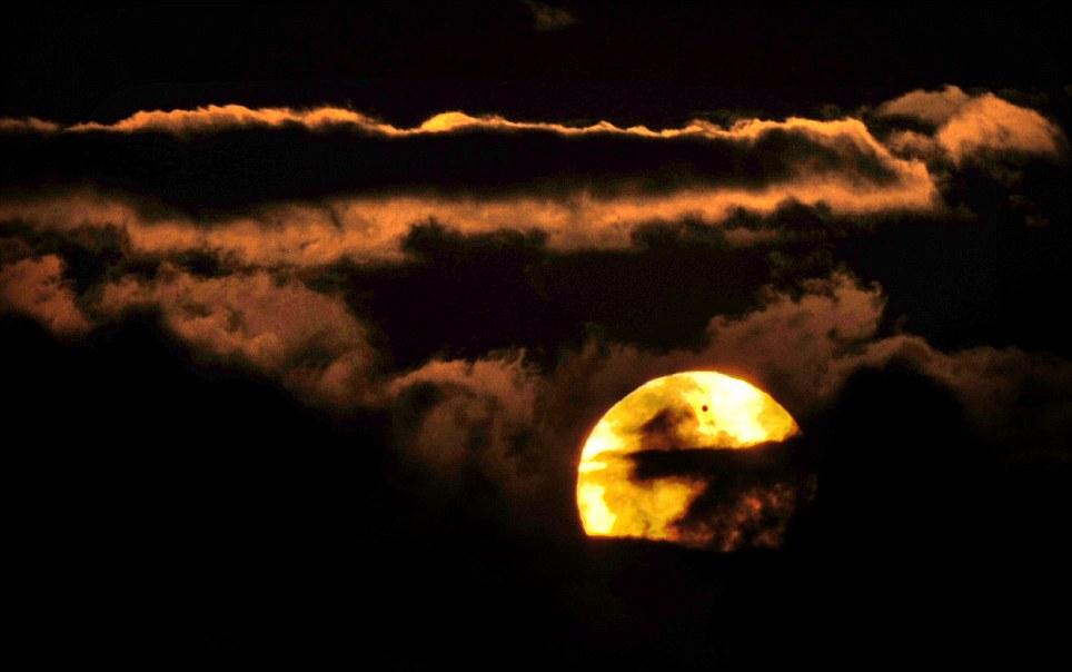 Për ata që nuk e panë spektaklin e Venerës (FOTO) Article-2155140-1379036A000005DC-204_964x604