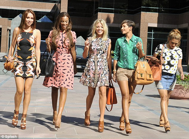 Reality Show >> Chasing The Saturdays Article-2186396-14788E05000005DC-611_634x465