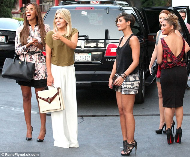Reality Show >> Chasing The Saturdays - Página 2 Article-2186902-147DA394000005DC-737_634x526