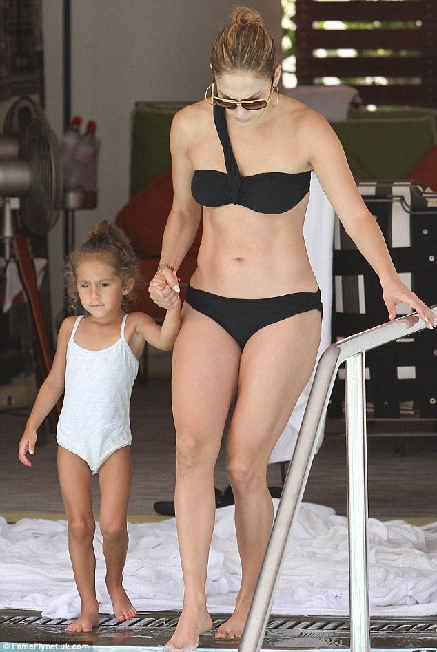 Дженнифер Лопес/Jennifer Lopez - Страница 5 Article-2196942-14CAFEF4000005DC-665_634x946