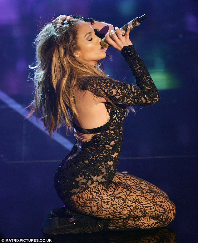 Дженнифер Лопес/Jennifer Lopez - Страница 5 Article-2214263-1564BE75000005DC-493_634x777