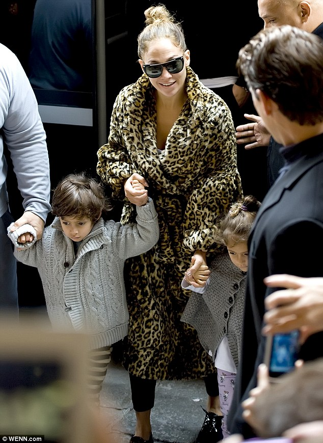 Дженнифер Лопес/Jennifer Lopez - Страница 5 Article-0-1575390C000005DC-14_634x870
