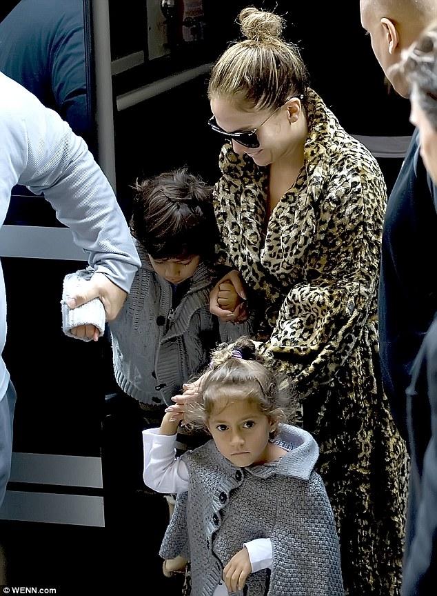 Дженнифер Лопес/Jennifer Lopez - Страница 5 Article-0-1575393E000005DC-146_634x864